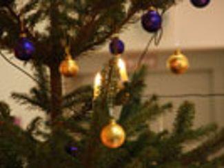 Mitarbeiter feierten das nahende Weihnachtsfest (Dez. 12)