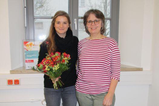 Frau Mosandl Lisa (rechts im Bild; Leitung OH Neumarkt-Süd) gratulierte ebenfalls
