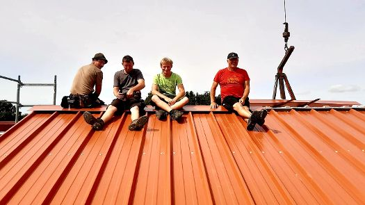 Stefan Herold auf einer Baustelle der Zimmerei Dürr